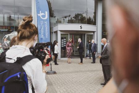Koningin Mathilde bezoekt Centrum voor de Evaluatie van Vaccinaties (61).JPG
