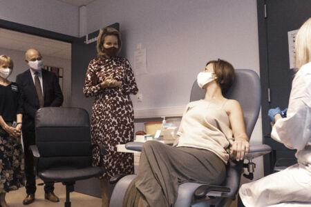 Koningin Mathilde bezoekt Centrum voor de Evaluatie van Vaccinaties (30).JPG