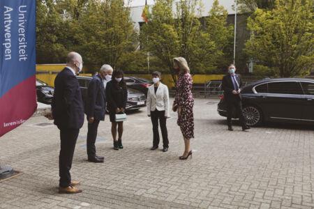 Koningin Mathilde bezoekt Centrum voor de Evaluatie van Vaccinaties (8).JPG