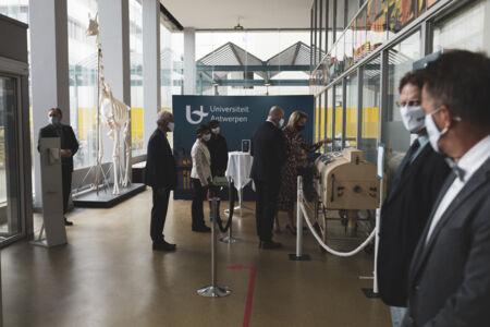 Koningin Mathilde bezoekt Centrum voor de Evaluatie van Vaccinaties (16).JPG