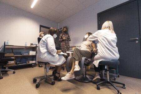 Koningin Mathilde bezoekt Centrum voor de Evaluatie van Vaccinaties (28).JPG