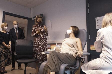 Koningin Mathilde bezoekt Centrum voor de Evaluatie van Vaccinaties (31).JPG