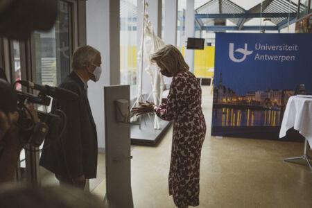 Koningin Mathilde bezoekt Centrum voor de Evaluatie van Vaccinaties (11).JPG